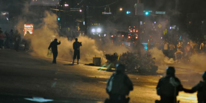 引發黑人全面抗警的佛格森暴動