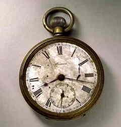 此懷錶時間永久停滯在8時15分17秒,是廣島原爆發生當時的時間。(photo by bulo.hujiang.com)