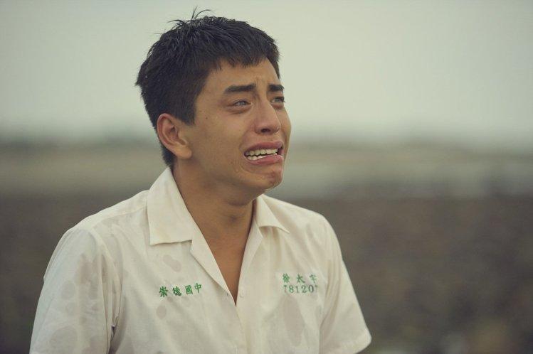 王大陸在海邊憶同學的劇照張力十足