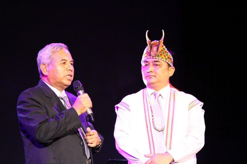 圖左為山地原住民候選人林信義,右為山地原住民候選人