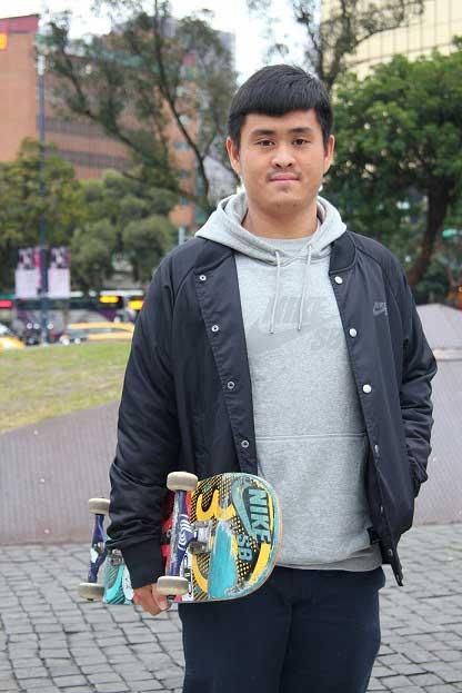 陳啟紋,他是國內外極限運動競賽滑板類的常勝軍、NIKE運動品牌的簽約職業選手。