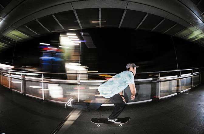 「滑板迷人之處就是在速度中享受側面的視覺。」在陳啟紋的心中,滑板哲學和生活態度共通。