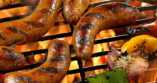 Grilled_Sausage_with_Marinated_Shrimp_Peppers_and_Onions_Skewer_meitu_1