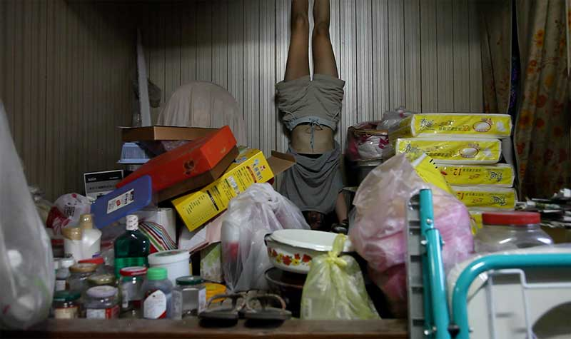 藝術家陳思含房屋整建拍攝計畫,作品:FamilyTheatre_upside down。