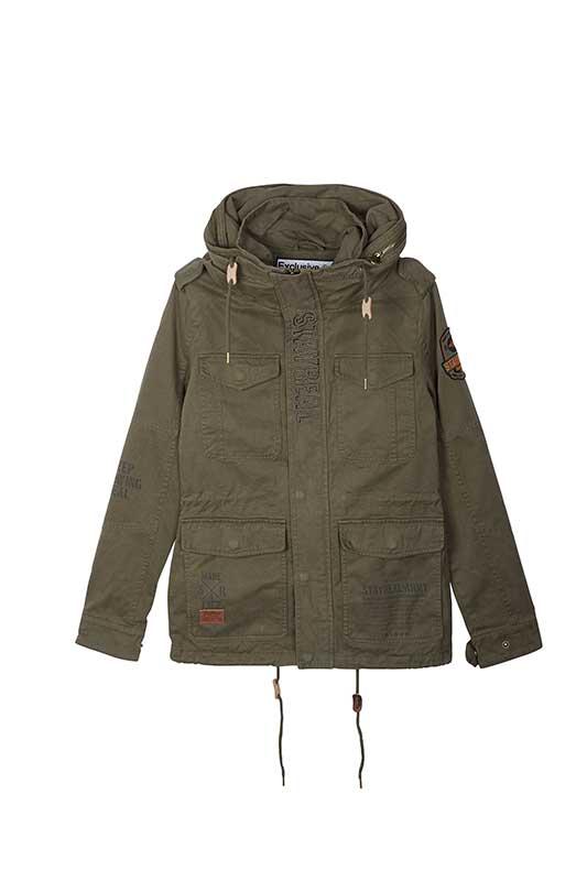 自由和平立領外套 價格3,880元