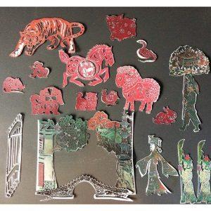托兒所內的教具特地選擇了代表中國文化的剪紙。