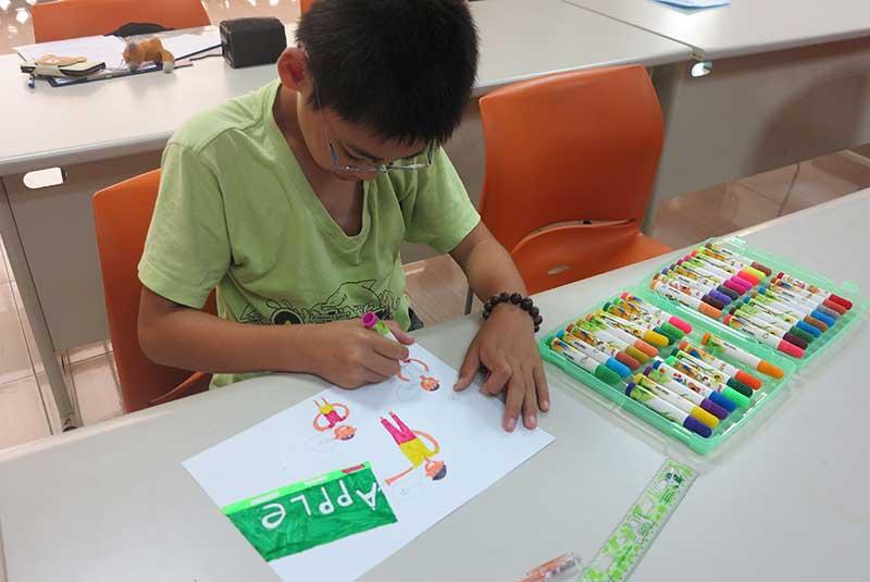 孩子們用繪畫表達孩童該擁有的各項權利。