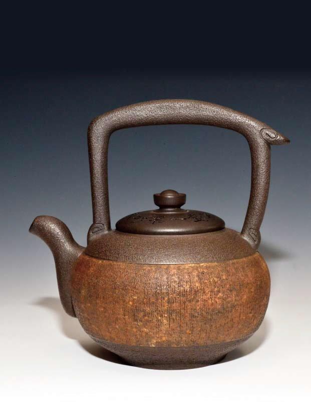 鄧丁壽創作的1000CC「滿腹經文」大型岩砂提梁壺。