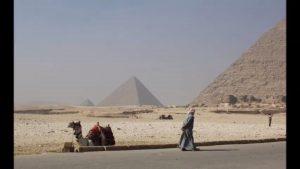 爆炸地點位在埃及著名的旅遊勝地「吉薩金字塔群」。