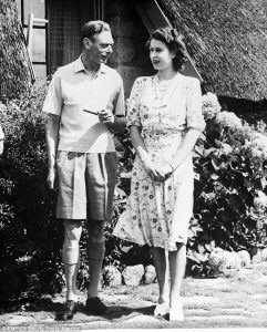 3167918600000578-3456594-An_informal_picture_of_King_George_VI_relaxing_with_his_daughter-m-59_1456016715269