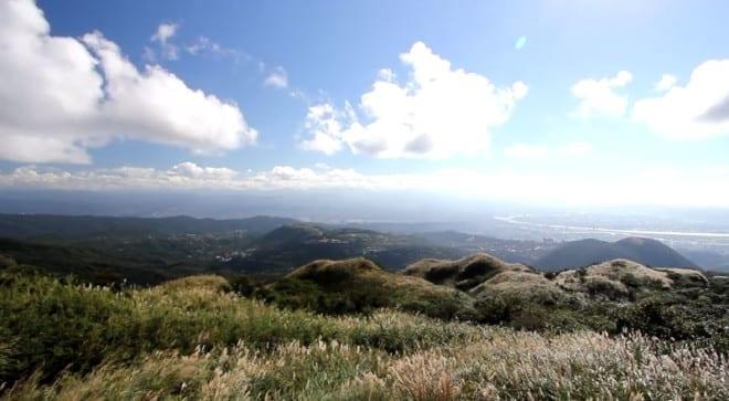 陳柏瑞走遍了台北周圍的山頭,俯瞰台北盆地。〈圖片來源:翻攝youtube〉