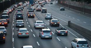 清明連假國道易堵車,高公局籲提前返鄉避車潮。〈圖片來源:翻攝網路〉