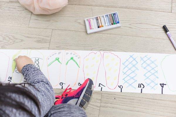 「我們家的尺」體驗用肢體來測量長度,看見肢體與距離的關係。〈圖片來源:台北市立美術館〉