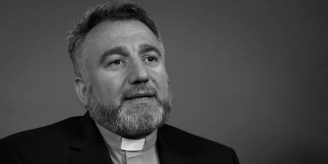 來自伊拉克的艾爾巴里神父,於近日公開他於8年前,被伊斯蘭國挾持的恐怖經歷。希望藉此讓世人知道,伊斯蘭國對基督徒幾近滅族的恐怖行為。(翻攝自網路 )