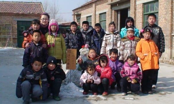 《吃飽的村子》一群10歲到15歲的孩子,端著攝影機走近老人記錄村中老人的饑荒回憶。(圖片來源:i台灣國際紀錄片影展)