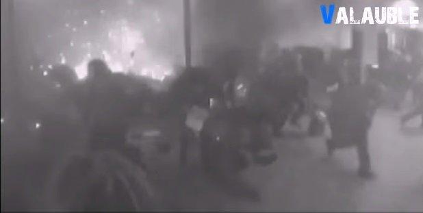 機場監視器捕捉到爆炸瞬間(翻攝自YouTube)