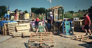 荷蘭的小孩用四天親手打造屬於自己的小村落。(圖片來源:Huffingtonpost)