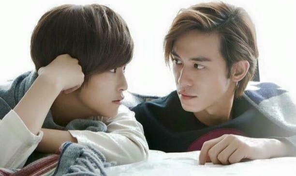 賴雅妍(左)飾演「琵亞諾」一角大獲好評。(翻攝愛上哥們臉書)
