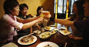 女性顧客比例愈高的餐廳, 業績也愈穩定。(翻攝網路)
