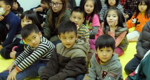 中國人壽企業志工組成愛心團隊,在3月23日下午來到展望會復興中心與孩子們同樂。(圖片來源:台灣世界展望會)