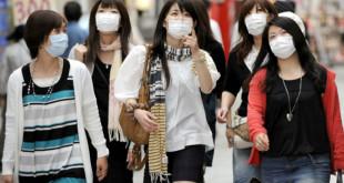專家呼籲,正確配戴口罩,勿聽信網路謠言,才能防護流感。(圖片來源:翻攝www.placedelamadeleine.org/)