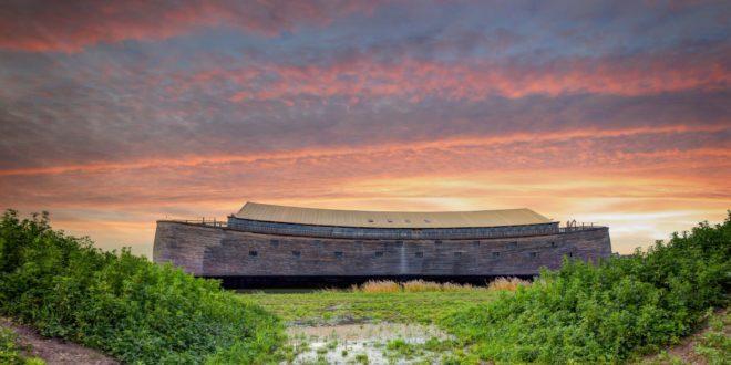 荷蘭商人輝柏耗時四年完成,和《聖經》當中描述的幾乎一模一樣的方舟。(圖片來源/Johan Huibers 臉書)