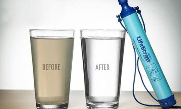 獲獎無數的生命吸管,讓髒水一秒變飲用水。(圖片摘自網路)