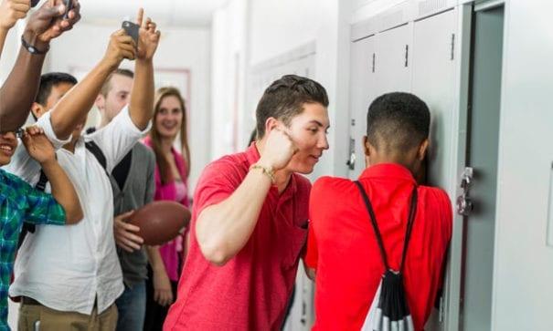 多數青少年不明白散播色情及暴力簡訊背後的隱憂為何。(圖片摘自網路)