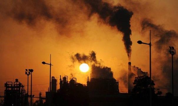 碳排放量是造成地球暖化的主要因素。(圖片摘自網路)