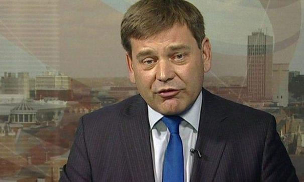 英國保守黨安德魯表示,對於校方宣稱問卷內的議題如此重大,沒有義務要告知家長的說法,相當荒謬。(圖片摘自網路)