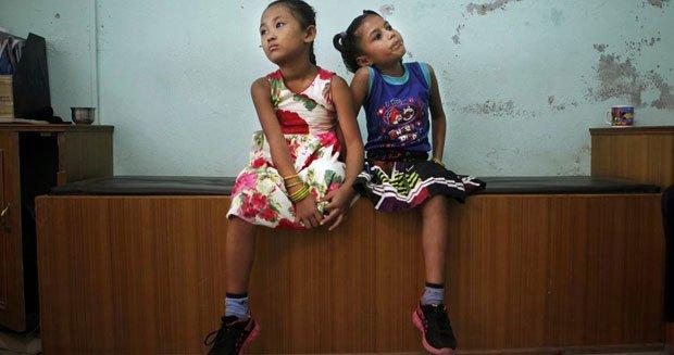 帕里拉及塔曼共享一雙鞋。(圖片來源:NBC NEWS)