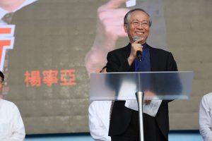 台北真理堂主任牧師楊寧亞分享「起行」的精神。