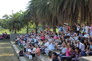 苗栗的基督徒在頭份運動公園一起禱告。