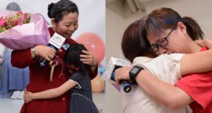 即將出養的小星(左女童)表達她對寄養麗珠媽媽的感謝與愛,緊緊擁抱著媽媽;自立青年小婕(右)擁抱久未見的寄養秋嬉媽媽,真情流露淚灑現場。〈圖片來源:家扶基金會〉
