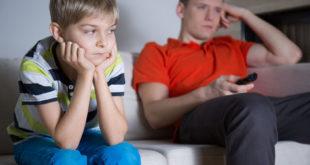 父母的關心對孩子非常重要,漠不關心是關係的最大殺手。(圖片來源/123RF)