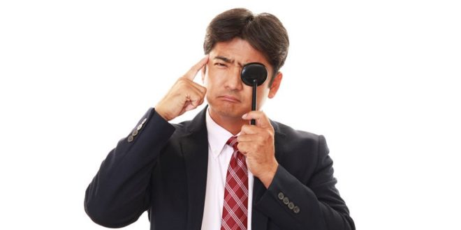 因為年紀漸長,睫狀肌及水晶體調節功能變弱,導致看近物視力變差,若長時間使用3C產品,可能造成老花眼提早報到。〈圖片來源:123rf〉