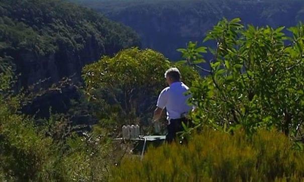 約翰及西奧兩人蒐集澳洲各大區域的新清空氣。(圖片來源:7News)