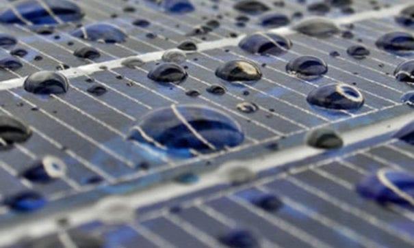 石墨烯能將雨水的正負電離子分離,讓太陽能板在下雨天也能發電。(圖片摘自網路)