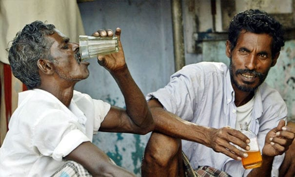 印度南邊的泰米爾納度邦,約有7萬人酗酒成癮。(圖片來源:rediff)