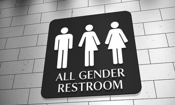目前美國各級學校已設置跨性別廁所。(圖片來源:grandforksherald)