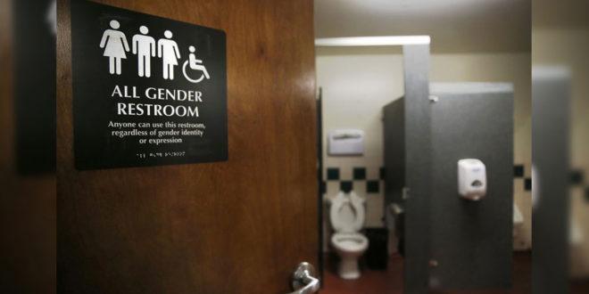 加州2013年通過跨性別法案,幼稚園到12年級的學生們可依心理性別認同選擇廁所。(圖片來源:sfgate)
