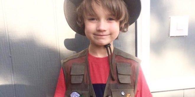 美國環保小鬥士亨利,每天穿著他的環保背心,隨時撿拾被丟棄自地上的垃圾。(圖片來源/Henry the Emotional臉書)