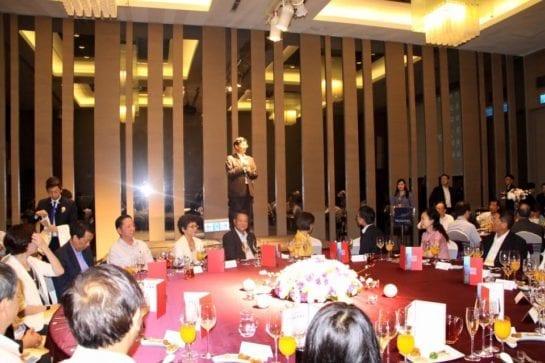 立委段宜康PO出照片並描述現場。「張有恆總經理上台致詞,表示大不了不幹!」 圖片來源:段宜康臉書