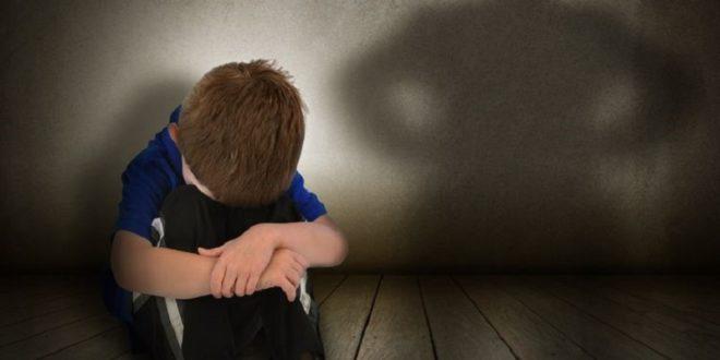 父親在家中的角色,一向給人是可信賴、可依靠的形象,孩子透過認同、觀察、模仿爸爸,來樹立男性性別的概念,因此,爸爸是不倫的加暴者,會影響到孩子的性別認同,不但討厭男性,自己也不想當男生。〈圖片來源:123rf〉