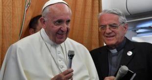 教宗在從亞美尼亞返回羅馬途中,接受記者訪問。(圖片來源/翻攝自網路)