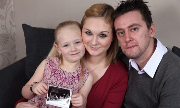 癌末阿特沃特聽到妻子懷孕後,全家氣氛變得開心。(圖片來源:birminghammail)