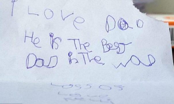 小凱莉寫了一封信給爸爸:我愛爸爸,他是全世界最好的爸爸。(圖片來源:dailymail)