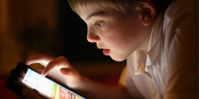年紀小就沉迷網路,恐造成人格發展異常。(圖片來源:翻攝網路)