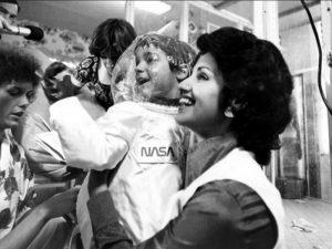 身穿NASA太空衣的大衛。(圖片來源:翻攝網路)