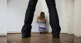 美國一對雙胞胎姊妹花,慘遭寄養家庭性侵。(示意圖/圖片來源/版權圖片)